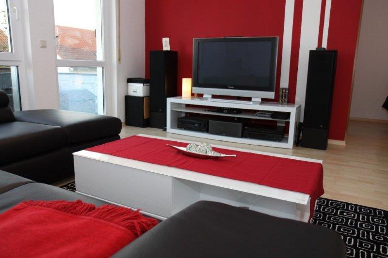 Wohnzimmer modern streichen bau von hausern und hutten - Streifen wandgestaltung ...